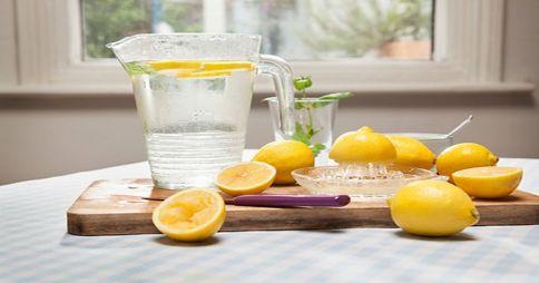 2.- El agua con limón es buena para las articulaciones, reduce el dolor de las articulaciones y los músculos.