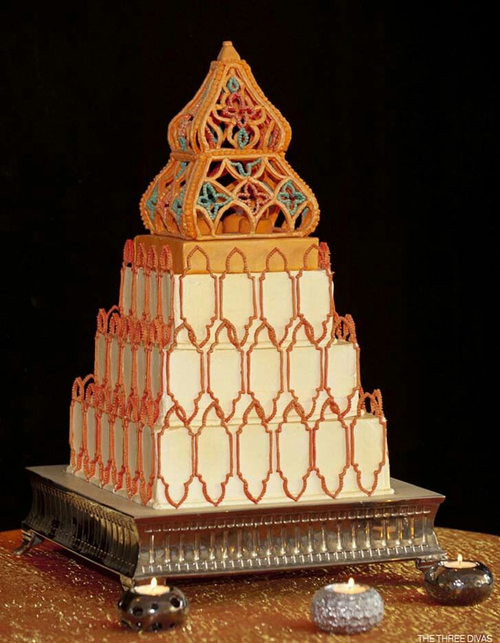 Moroccan Inspired Wedding Cake Love The Way Art Extends From Tiers
