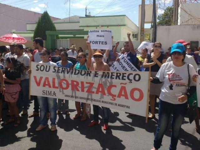 Blog Paulo Benjeri Notícias: Servidores municipais de Araripina protestam contr...