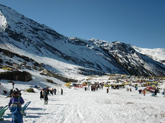 #places to visit: Do you love #snow? Rohtang Pass might be in your Travel list. Rohtang Pass is a very beautiful and popular spot in Manali with more than 25 lakh visitors every year.