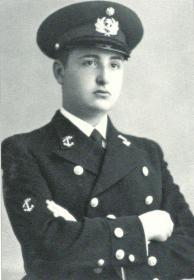"""O cadete Jorge de Sena na sua viagem de formação no navio-escola """"Sagres"""", de outubro de 1937 a fevereiro de 1938."""