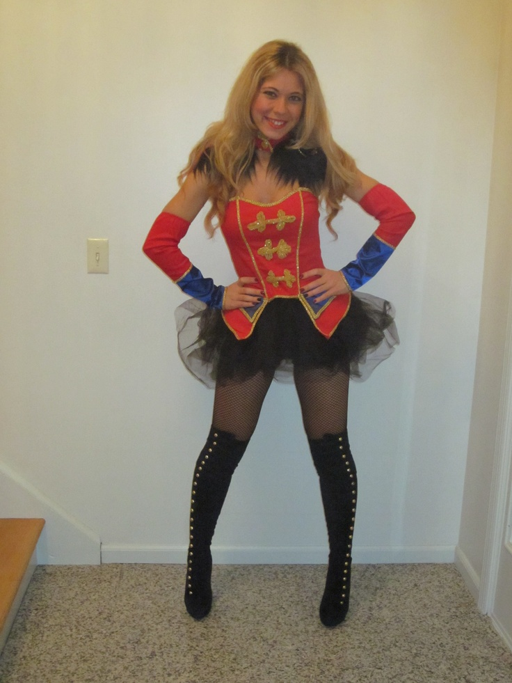 gotta love an awesome britney 39 s circus themed outfit. Black Bedroom Furniture Sets. Home Design Ideas