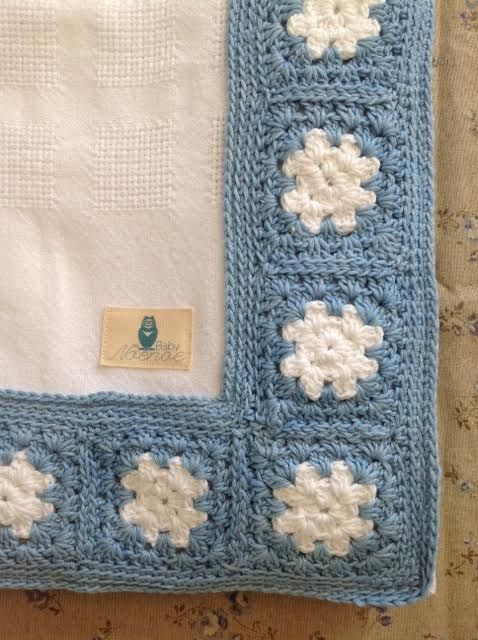 Organic cotton blanket in white with a hand crochet border