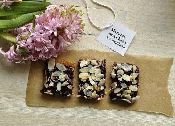 Mazurek czekoladowo-orzechowy z powidłami