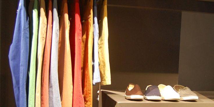 ZOLA MALE ola Male is zo'n fijn anders-dan-anders adresje voor herenmode aan de Meent in hartje Rotterdam. Geen standaardinrichting en geen standaardmerken maar een eigentijdse inrichting en eigentijdse merken. Heb je dus nieuwe jeans nodig, een mooi kostuum en/of bijpassende schoenen en accessoires? Op naar Zola Male!