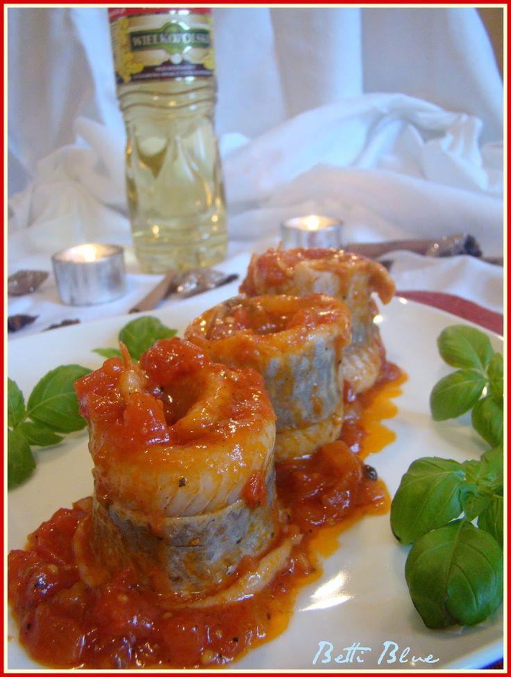 Uwielbiam śledzie w pomidorowej zalewie - mają wyrazisty słodko-kwaśny smak.   Składniki:   600 g filetów śledziowych  3 łyżki cukru  ...