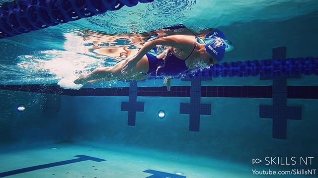Sarahhughes Demonstrating What A Good Butterfly Breakout Looks Like Horizontal Position Breaking Surface With The Swim Life Swimming Memes Swimming Diving