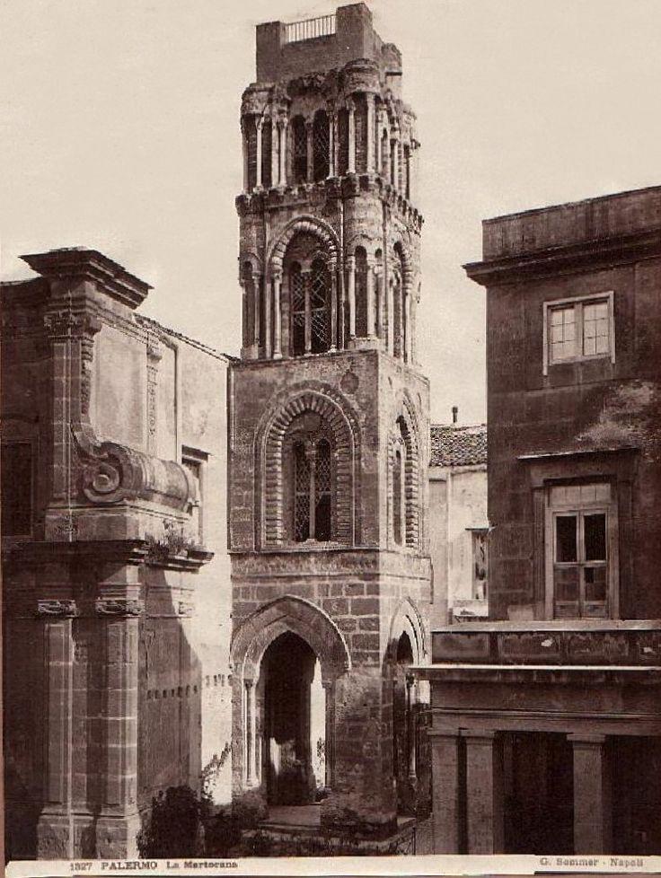 PALERMO - Tanto tempo fa - Page 14 - SkyscraperCity Giorgio Sommer, campanile della Martorana in piazza Bellini. Da notare l'edificio a destra non più esistente che doveva trovarsi praticamente addossato alla chiesa di San Cataldo.