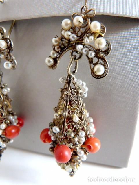 Antigüedades: Pendientes antiguos filigrana en plata dorada aderezados con perlas y coral rojo natural - Foto 5 - 64446327