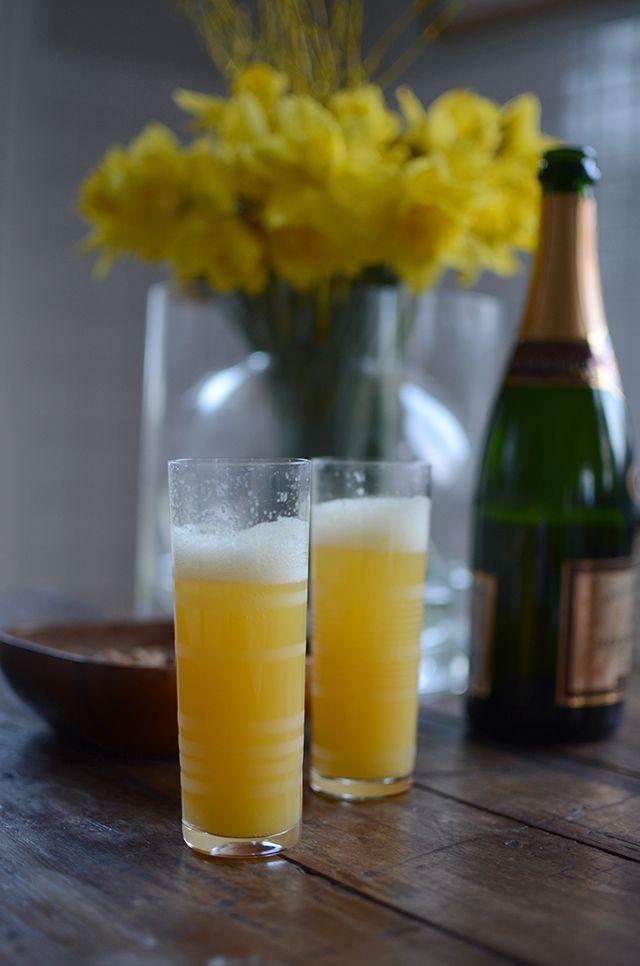 Vill skåla in påsken med något lätt och fräscht. Vad kan då vara bättre än Mimosa? Mimosa är en drink som är väldigt bra till brunch eller som fördrink. Med sin glada gula färg passar den dessutom...
