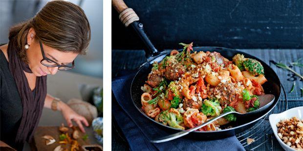 pasta met broccoli-tomatenroomsaus en saucijs