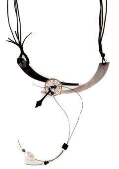 Handmade jewelry, silver vintage clock necklace made of oxidized silver 925o with corals, haimatites and Swarovski crystals - Χειροποίητο κολιέ τσόκερ φτιαγμένο από ασήμι 925ο με vintage ρολόι 20mm στο κέντρο.Το κολιέ στολίζουν αιματίτες, κοράλια και κρύσταλλα Swarovski