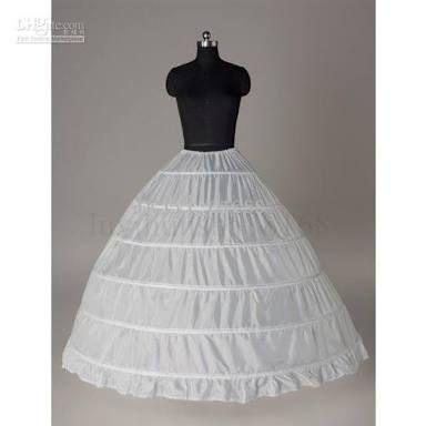 16世紀ルネサンス貴族女性。イタリア。スペイン。 Petticoat(ペティコート)=スカートの下に着る下着。時代毎にその素材や構成、使い道は異なる。ルネサンス期のペティコートはファージンゲールとも呼ばれ、鯨骨などで枠を作ってスカートを大きく膨らませる機能がある。素材は滑りを良くするため、絹が好まれた。 イタリアやスペインでは円錐形を作るペティコートが多いが、イギリスではタイヤ型の腰を使ってドラム形のスカートにする。 「petticoat renaissance」の画像検索結果