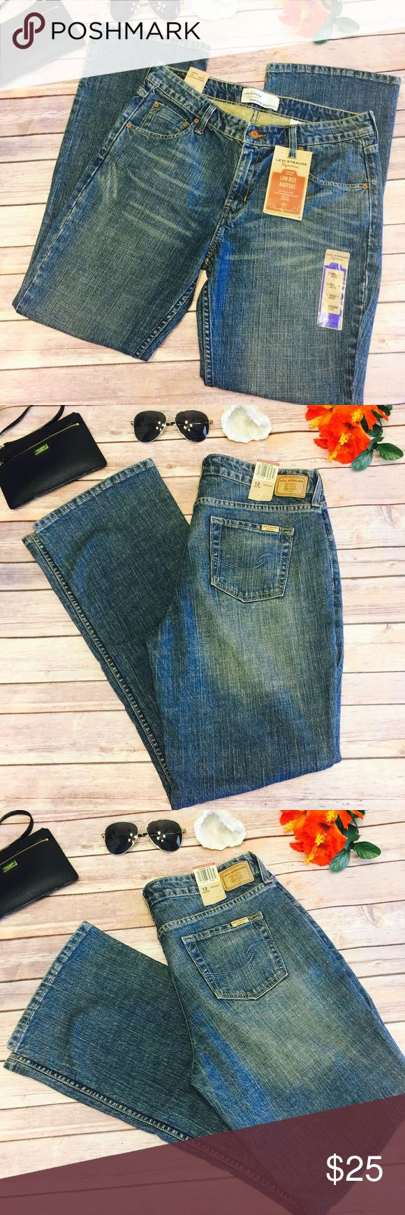 """🍁SALE🍁🆕 Levi Strauss Signature Low Rise Bootcut Brand New With Tags! Levi Strauss Signature Low Rise Bootcut Jeans. Waist Is Approx 17"""" Flat And Approx 32"""" Inseam Signature by Levi Strauss Jeans Boot Cut"""