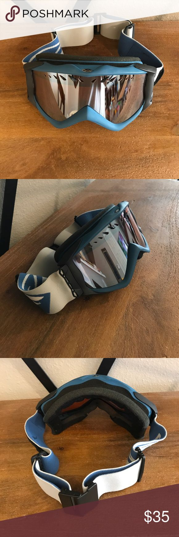 Smith Snowboard Goggles Smith Goggles in good condition with never used extra lens. Comes with two additional velcro badges that you can switch out on the side of the goggle strap. Accessories