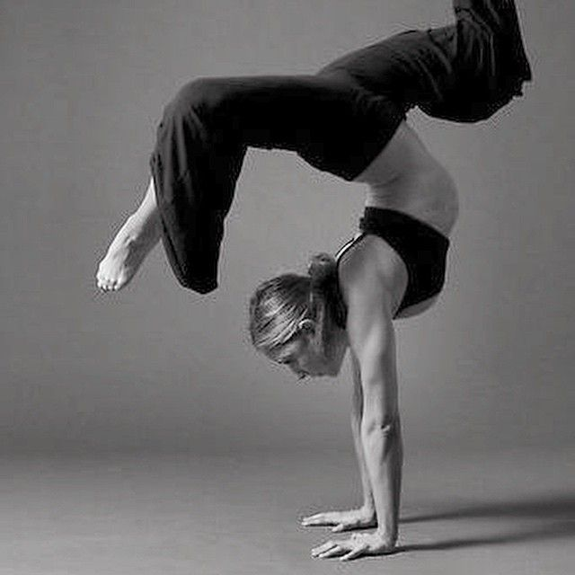 Kas ve eklemler, vücut dengesi için önemlidir. Düzenli yapılan denge ve stretching egzersizleri hem vücut dengesini sağlamada, hem de vücut postürünü düzeltmede çok etkilidir. Her alanda denge kurmak da ayrıca hayat konforunuzu arttırır. Ne demiş şair; bağlanmayacaksın aşkta kimseye körü körüne. Acı çeker yüreğin boş yere #JustFitsportcenter