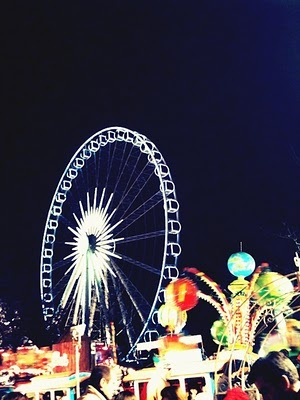 Take a ride on a more traditional ferris wheel and enjoy an outside view over London