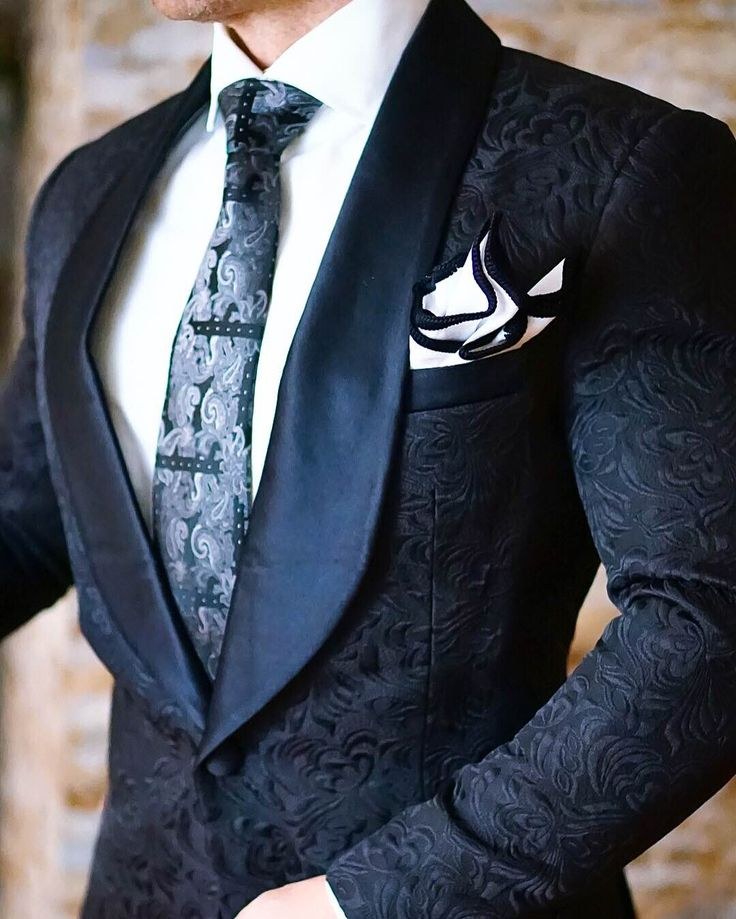 If you are looking for a unique dinner jacket, look no further. Hand finished in the U.S.A, the S by Sebastian Jacket leaves people talking... Be Bold.