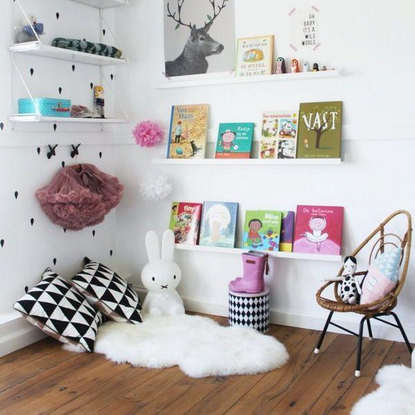 Как создать уютный детский уголок для чтения. Выбор мебели и можно ли без нее обойтись. Подробно о 10 лучших вариантах читального места в детской комнате.