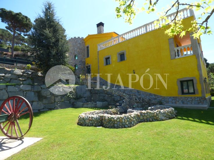 Spectacular luxurious house for sale in Cabrils, in the luxurious La Llobera residential complex, Catalonia.