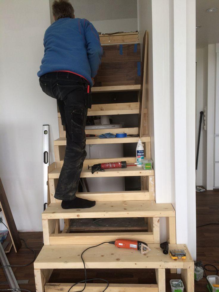 starten på en trapp til loftet