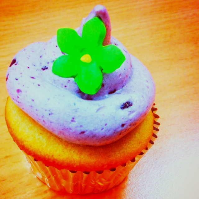 #love #cupcakes purple and green become so contrast :)