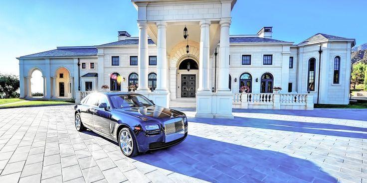 Comprar Casas de luxo com assinatura arquitectónica, uma boa piscina e vistas desafogadas são algumas das qualidades das Casas de luxo pelas quais os milionários não se importam de pagar mesmo com preços acima do mercado.