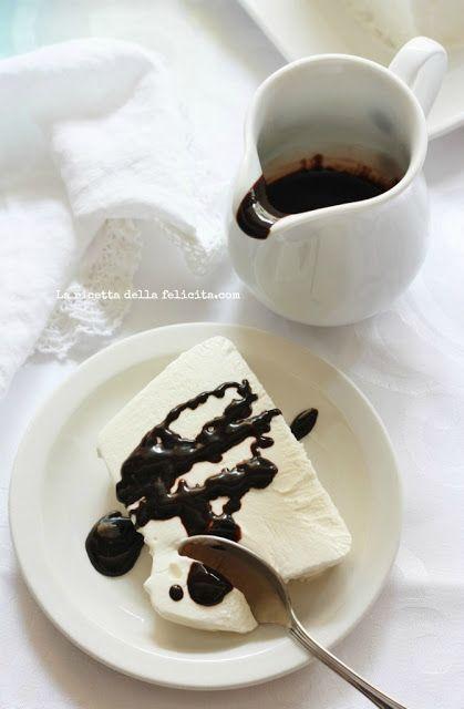 La ricetta della felicità: Semifreddo facile e veloce allo yogurt variegato al cacao...ma anche no!
