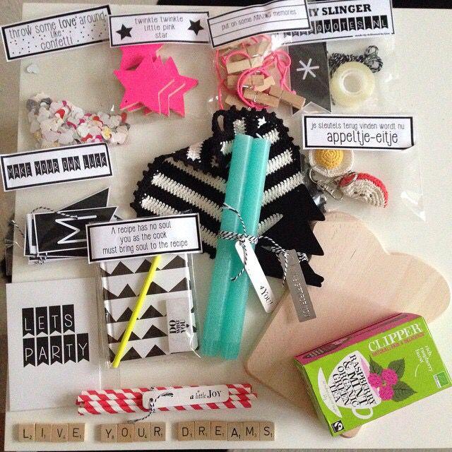 Het instaswappakket op www.vanmariel.nl. Vol cadeaupapier, stickers, cadeauzakjes, bakerstwine en masking tape. Koop het nu voor slechts € 10!