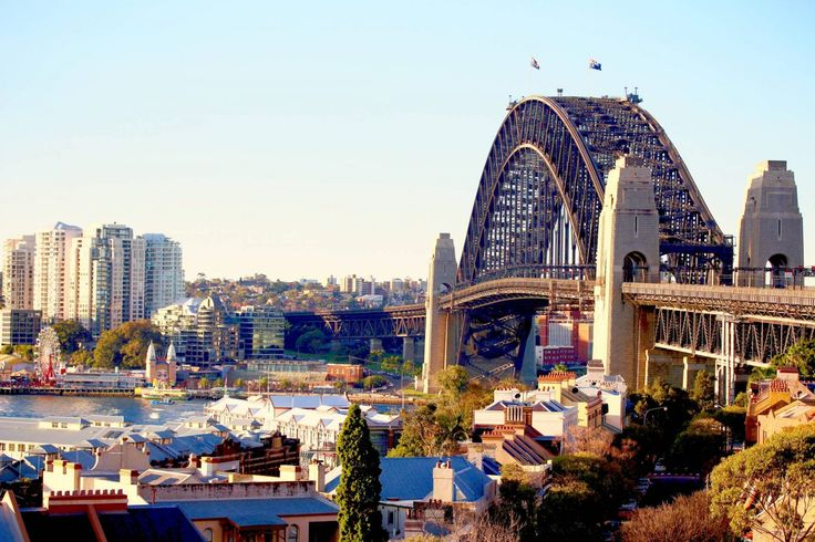 My Top 10 Things To Do In Sydney... As Australia's most famous city, Sydney has a lot to offer travellers. With so many activities, restaurants, bars, shops, walks and national heritage sites, I have always found this expansive harbour city to be incredibly exciting, innovate, modern and tourist friendly. As Sydney simply has so many things to see and do I concentrated it all down into a one blog post (not without major difficulty!). Here are my top 10 things every traveller...