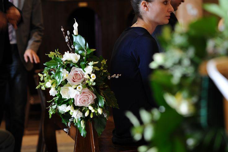 Aisle decoration - wedding ceremony  Decorazione panche della chiesa. Matrimonio religioso