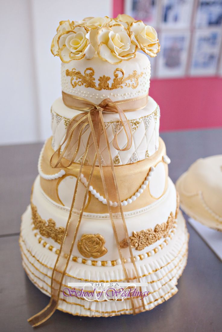 Gold & Cream Wedding Cake www.saschoolofweddings.co.za