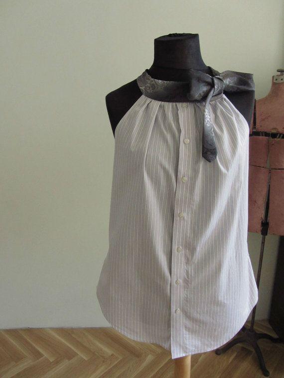 Upcycled Kleidung / Light Purple Pinstripe Freund Neckholder Top mit Krawatte Kragen / Frauen-Tops-Tank / Herren Shirt und Krawatten    Du weißt, ich liebe Männer Hemden und Krawatten in Frauen Kleidung... umzuwandeln und schließlich kam ich mit einer neuen Formatvorlage - Trägertops! Die Spitze des Hemdes wurde gesammelt und an eines Mannes Krawatte angeschlossen. Die Krawatte Krawatten auf der Seite auf verschiedene Weise, es ist alles ganz bei Ihnen. Das Shirt kann unbuttoned, aber nicht…