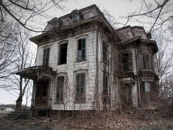 It is frequently suspected that this Ohio house is where local witches practice their craft. The original owner, known as the Milan Witch, is rumoured to be buried underneath the front porch.