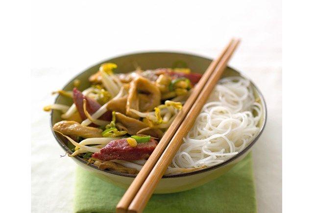 Recept voor kippenplakjes met noedels, Chinese champignons en shii-take | Solo Open Kitchen