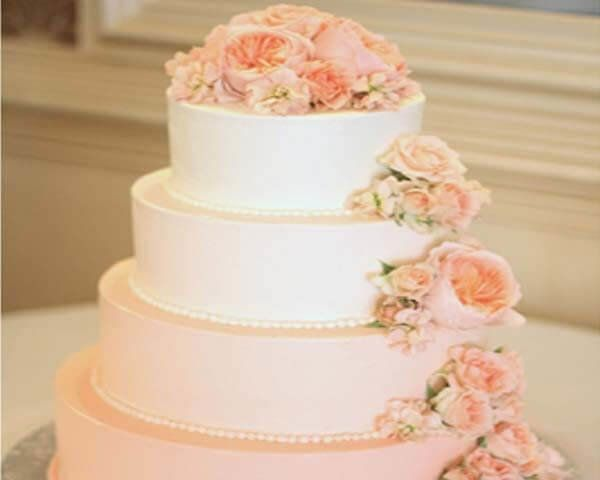 Normally every son and daughter wishes to celebrate the marriage anniversary of parents with presenting gifts and cakes. Mostly they love to present anniversary cakes to their parents but it is not easy if they not beside the parents.