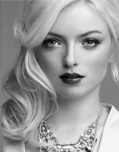 Francesca Eastwood, daughter of Frances Fisher & Clint Eastwood