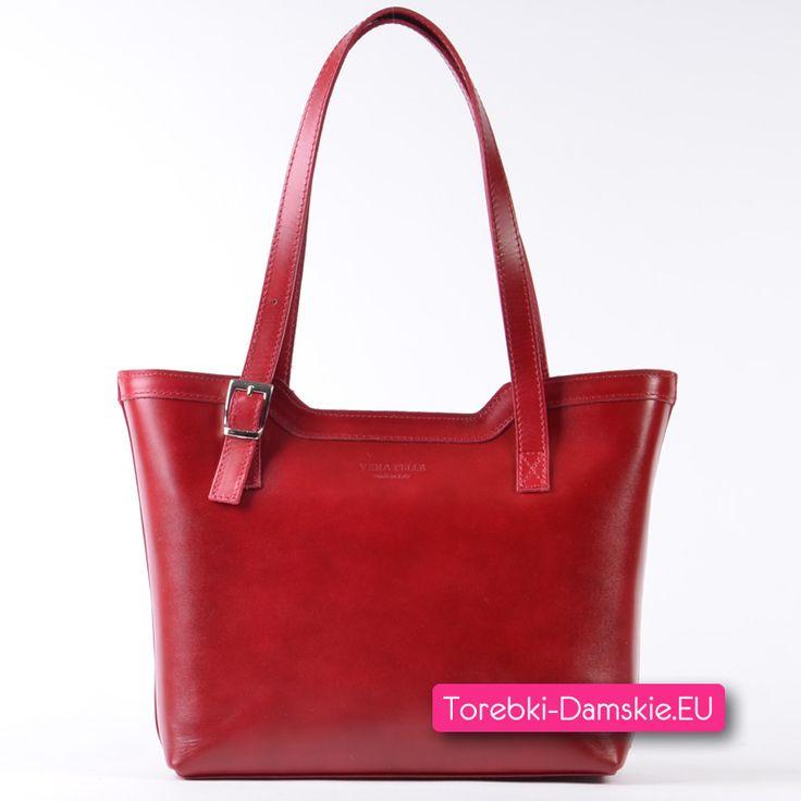 Włoska czerwona torebka damska ze skóry naturalnej średniej wielkości, elegancki fason, paski z regulacją długości. Zobacz więcej http://torebki-damskie.eu/czerwone/1391-stylowa-czerwona-wloska-torebka-skorzana-na-ramie.html