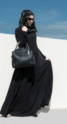 Hijab Fashion 2016/2017: Classic Black | Aab  Hijab Fashion 2016/2017: Sélection de looks tendances spécial voilées Look Descreption Classic Black | Aab