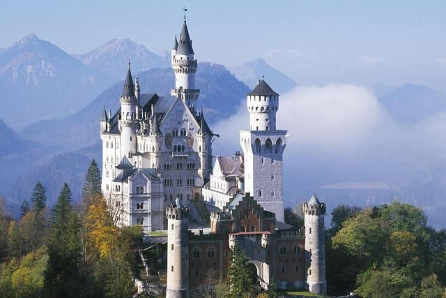 The Top 10 Sights in Germany: How Many Have You Seen?: Neuschwanstein, Bavariat> none yet - but on the list.