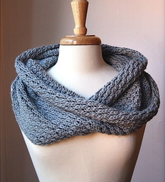 Knitting Patterns For Round Scarves : KNITTING Pattern / Chunky Cowl Knitting Pattern / Scarf DIY Tutorial / Circle...