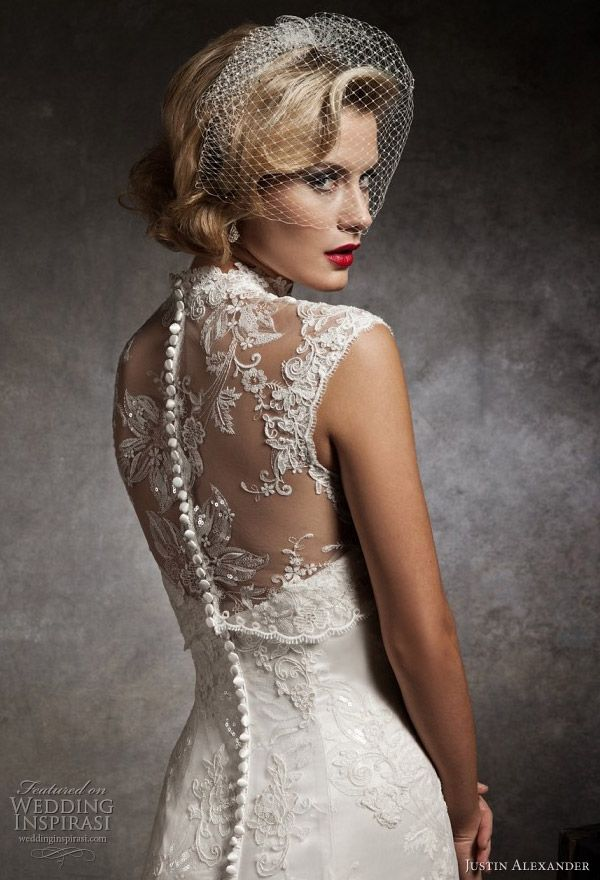 Strapless sweetheart mermaid lace and tulle dress over a beaded embroidery. Featuring a Mandarin neckline sleeveless lace and tulle jacket.