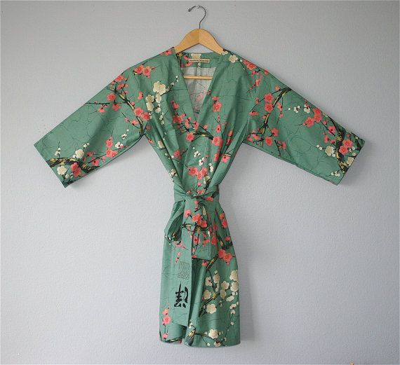 MID CALF Length Kimono Robe. Dressing Gown. Bathrobe. Maternity Robe.  Keep mama dry and cozy after the bath with easy access for breatfeeding.