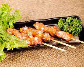 Le #yakitori au jus d'orange, une délicieuse brochette de #poulet nippone revisitée par Fruité ! Envie d'essayer cette #recette ? La voici www.fruite.fr/recettes/yakitori-de-poulet-au-jus-dorange-2