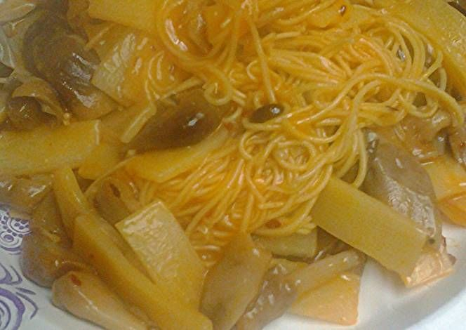 Canton noodles with mushrooms Recipe -  Let's try to make Canton noodles with mushrooms in our home!