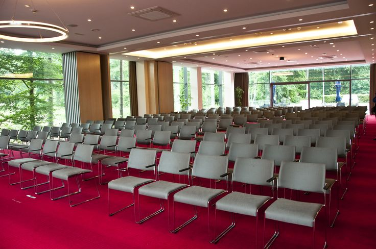 Congress and press facilities in the Spa-Francorchamps area with full service package specializing in automotive events.