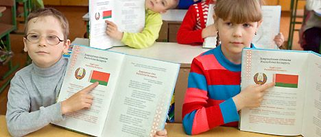 Elementary pupils learn about the national symbols of the Republic of Belarus