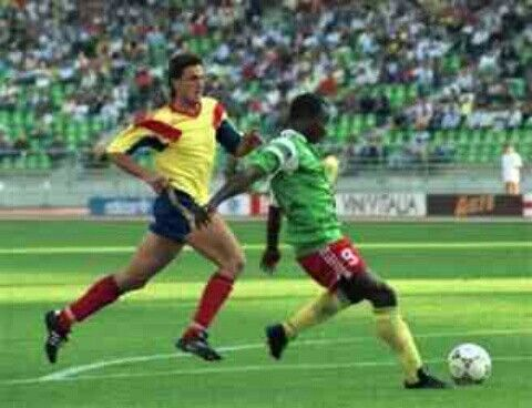 Cameroon 2 Romania 1 in 1990 in Bari. Substitute Roger Milla comes on and scores in the 76 minute and its 1-0 to Cameroon in Group B #WorldCupFinals