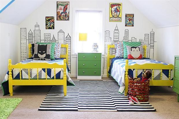 Cuartos de chicos para inspirarse  Este cuarto de compartido por dos hermanos varones se inspiró en Batman y Robin para lograr una estética divertida.         Foto:Classyclutter.net