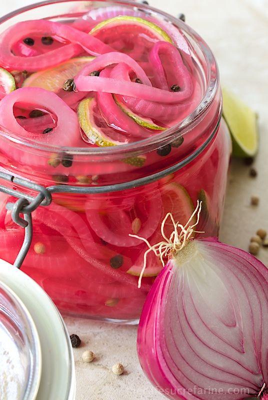 Escabeche Rojo Onions.The más hermoso, delicioso condimento! Añade un toque gourmet a los sándwiches, ensaladas, hamburguesas, también mexicana, platos asiáticos y de Oriente Medio.